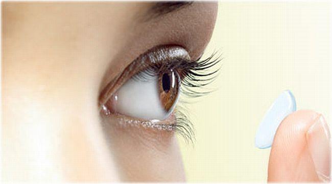 Контактните лещи и сухите очи